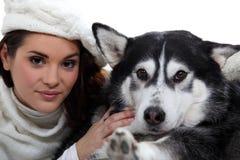 Femme avec le chien Photo stock