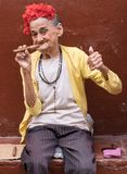Femme avec le cigare, La Havane, Cuba Photos stock
