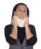 Femme avec le collet cervical photographie stock