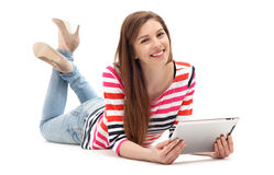 Femme avec le comprimé numérique Image libre de droits