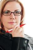 Femme avec le crayon lecteur image stock