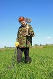 Femme avec le détecteur de métaux  Images libres de droits