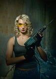 Femme avec le foret lourd Image libre de droits