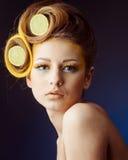 Femme avec le fruit dans les cheveux Images libres de droits