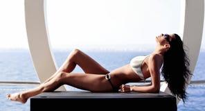 Femme avec le fuselage parfait photographie stock