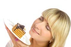 Femme avec le gâteau de chocolat images libres de droits