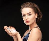 Femme avec le grand diamant Photographie stock