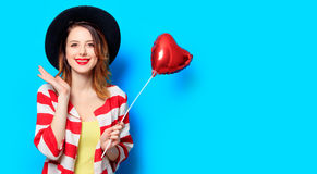 Femme avec le jouet de forme de coeur Images libres de droits