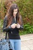 Femme avec le joueur de musique photo libre de droits