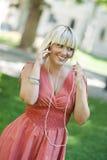Femme avec le joueur mp3 Image stock