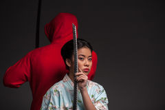 Femme avec le katana photos stock