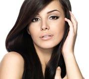 Femme avec le long cheveu droit de beauté Image libre de droits