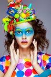 Femme avec le maquillage créatif d'art de bruit Photographie stock