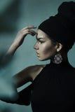 Femme avec le maquillage d'or Photographie stock libre de droits