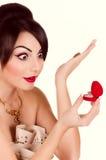 Femme avec le maquillage et les décorations précieuses Photographie stock libre de droits