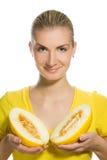 Femme avec le melon mûr Image stock