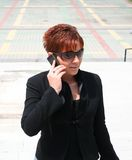 Femme avec le mobile Images stock