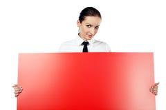 Femme avec le panneau-réclame rouge Photographie stock libre de droits