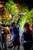 Femme avec le parler-tube, Bucarest, Roumanie images stock