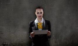 Femme avec le PC de comprimé Photos libres de droits