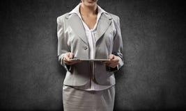 Femme avec le PC de tablette Photos stock