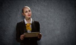 Femme avec le PC de tablette Image stock