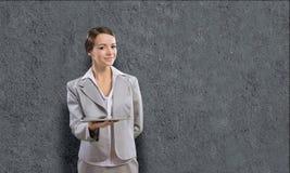 Femme avec le PC de tablette Photo libre de droits