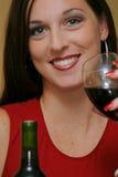 Femme avec le plan rapproché de vin Image libre de droits