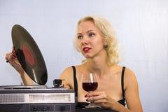 Femme avec le plat de musique Image libre de droits