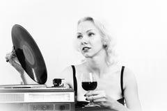 Femme avec le plat de musique Photo libre de droits