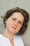 Femme avec le portrait de taches de rousseur Photo stock