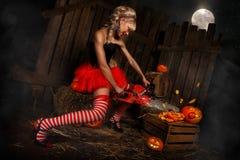 Femme avec le potiron de Halloween Photo libre de droits