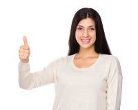 Femme avec le pouce vers le haut Images stock
