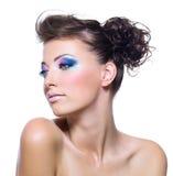 Femme avec le renivellement vibrant lumineux Image stock