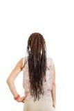 Femme avec le revêtement arrière à partir de l'appareil-photo avec les tresses prolongées ha Photographie stock libre de droits