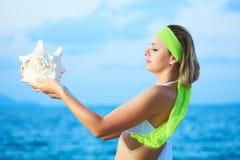 Femme avec le seashell photo libre de droits