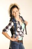 Femme avec le sourire de sac à dos photo stock
