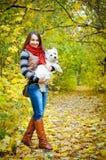 Femme avec le terrier photo libre de droits
