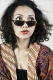 Femme avec le vêtement Indonésie traditionnelle et l'usure Photographie stock libre de droits
