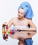 Femme avec le vernis de clou Image stock