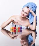 Femme avec le vernis de clou Images stock