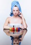 Femme avec le vernis de clou Photo libre de droits