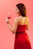 Femme avec le verre de vin. Images libres de droits