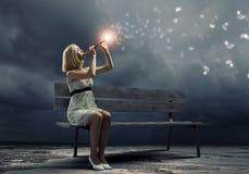 Femme avec le violon Photographie stock