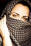 Femme avec le visage couvert Photographie stock libre de droits
