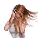 Femme avec les écouteurs et le cheveu dans le mouvement Images libres de droits