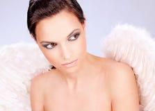 Femme avec les ailes de l'ange photographie stock