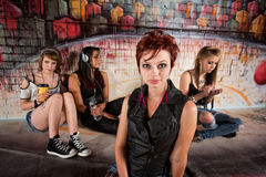Femme avec les amis distraits Photographie stock libre de droits