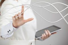 Femme avec les câbles électriques ou les fils, lignes incurvées Photographie stock libre de droits