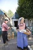 Femme avec les harengs crus Photo libre de droits